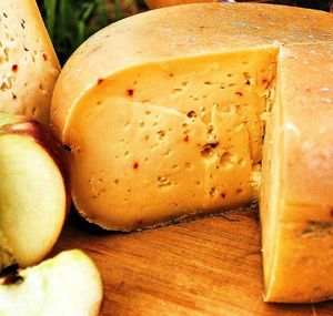 Dutch_Girl_Organic_Farmhouse_Herb_Infused_Gouda_cheese